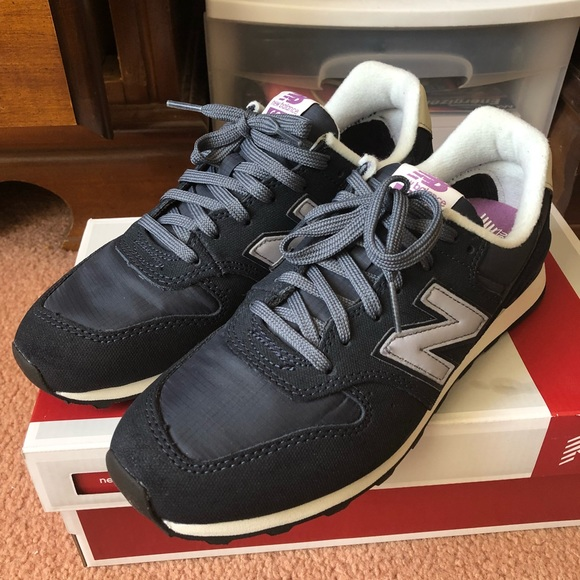best sneakers c3e76 9c59c New Women's New Balance 696 Navy Shoes NWT